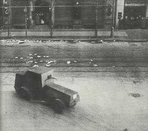 Panzerwagen der Regierungstruppen in Zeitungsviertel von Berlin