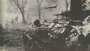 Angriff russischer Infanterie mit Unterstützung von T-34