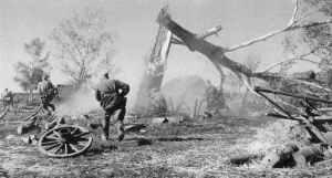 Angriff russischer Infanterie auf ein Dorf.