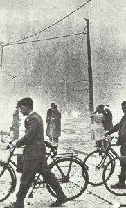 Morgendämmerung nach einem Luftangriff