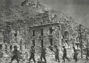 Polnische Soldaten besetzen Monte Cassino