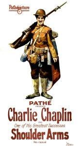 'Shoulder arms' (Gewehr über) von Charlie Chaplin