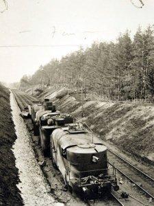 Roter Panzerzug an der finnischen Grenze