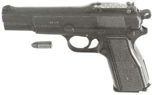 Browning 9mm HP mit Schiebevisier und Patrone.
