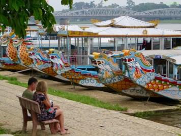 Boote fuer eine kleine Tour auf dem Fluss