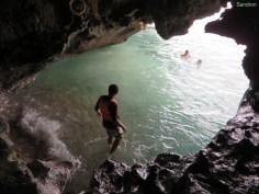 In Grotten schwimmen