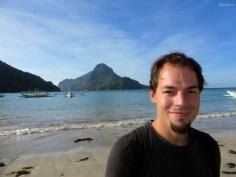 Aron am Strand von El Nido