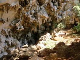 Hier geht es runter zur Sacred Well Höhle