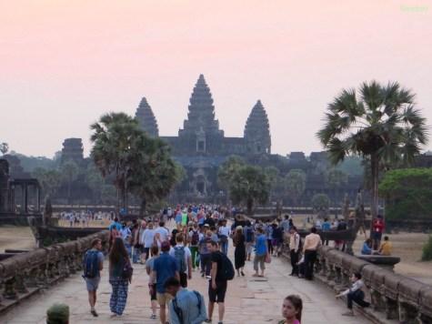 Touristen vor dem Sonnenaufgang