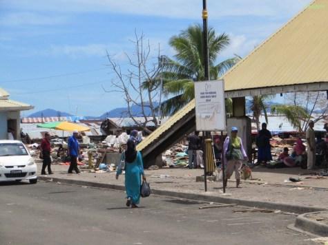 Semporna, das Tor zu Sipadan, war mit meilenweiten Abstand die hässlichste Stadt in der wir bisher waren!!