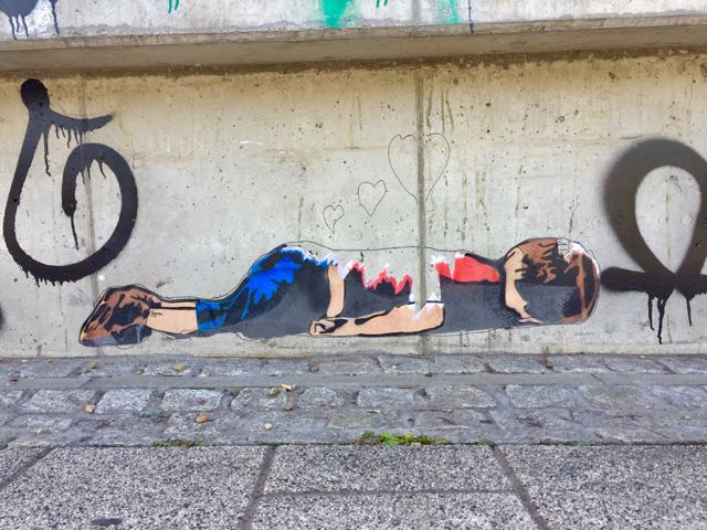 Streetart liegender Juge Magdeburg