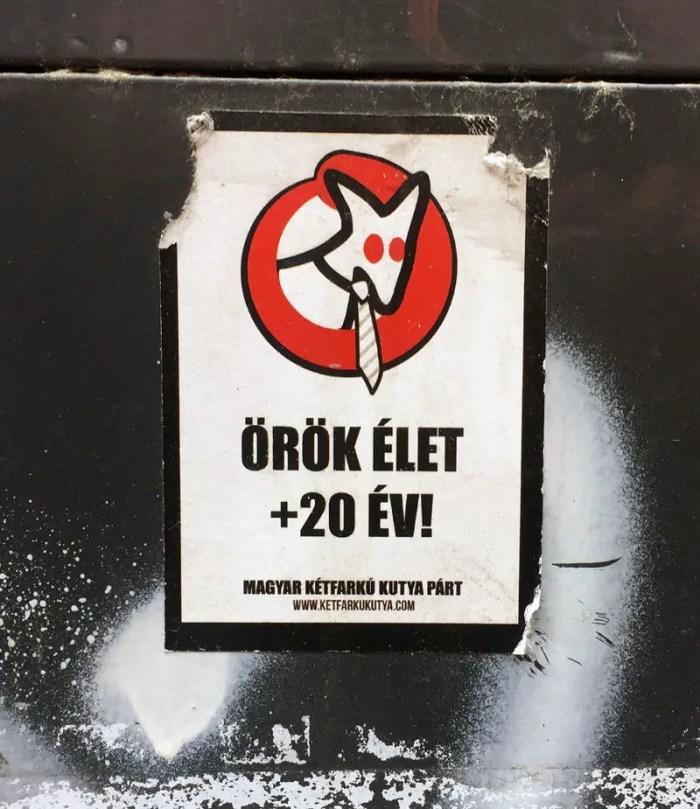 Budapest Streetart Partei Aufkleber mit Hund