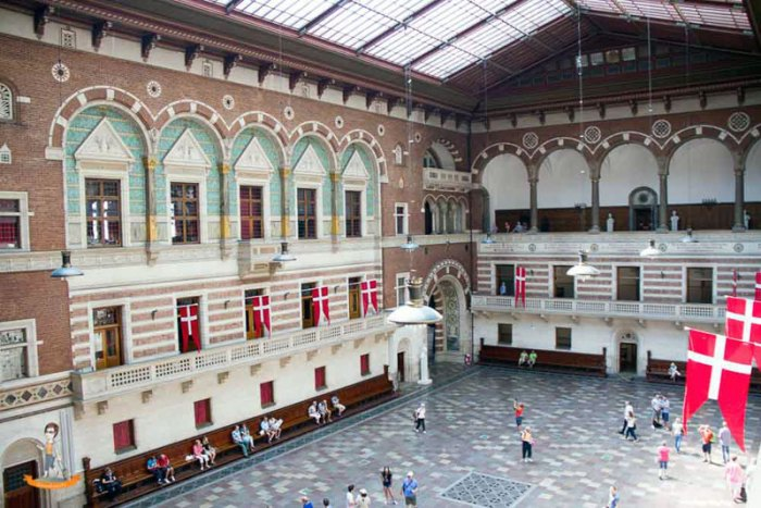 Kopenhagen-Rathaus-Genussbummler