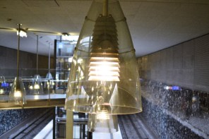 Fototour entlang der Münchner U3: Deckenlampe am Moosacher St.-Martins-Platz