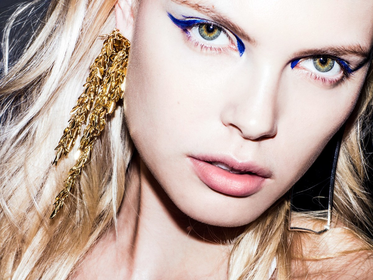 Best Way To Do Makeup For Blue Eyes 5 Fresh Ways To Try Blue Eye Makeup Allure