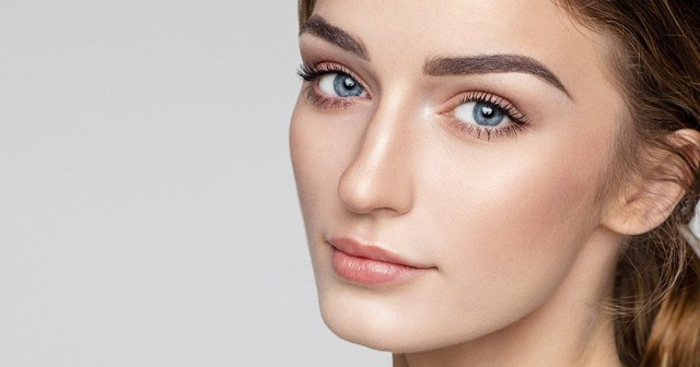 Eye Makeup For Blue Grey Eyes And Blonde Hair The Best Eye Makeup Shades For Every Eye Color Loral Paris