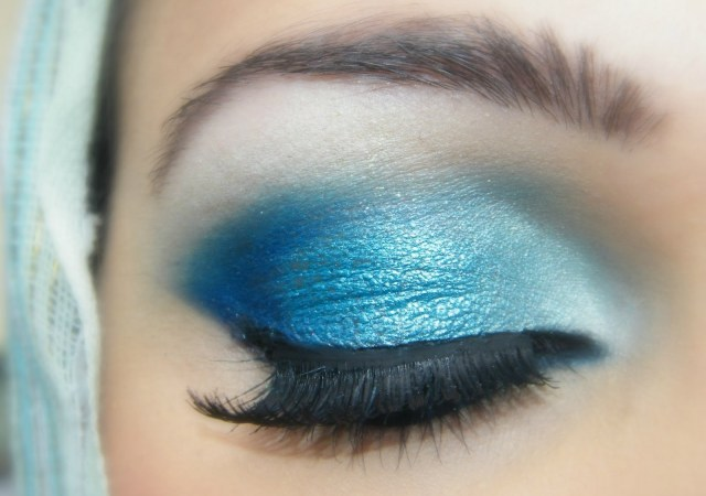 How To Do Makeup For Blue Eyes Blue Eyes Makeup Tutorial With Rose Colored Lipstick
