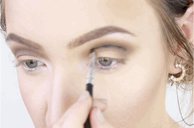 How To Put Eye Makeup On Small Eyes 13 Makeup Tips Every Person With Hooded Eyes Needs To Know