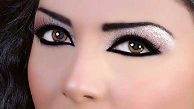 How To Put Eye Makeup On Small Eyes 34 Makeup Tutorials For Small Eyes The Goddess