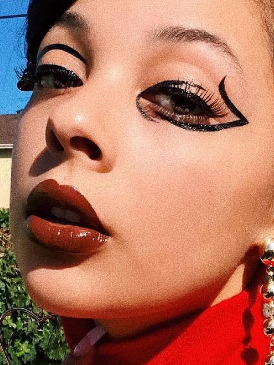 Modern Cat Eye Makeup 13 Creative Winged Eyeliner Techniques And Trends On Instagram Allure