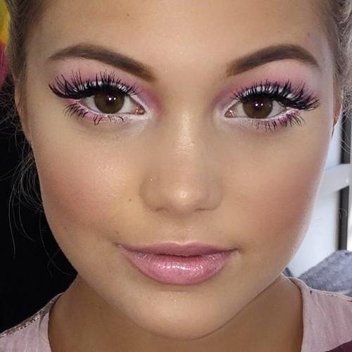 White And Pink Eye Makeup Olivia Holt Makeup Pink Eyeshadow White Eyeshadow Pink Lip Gloss