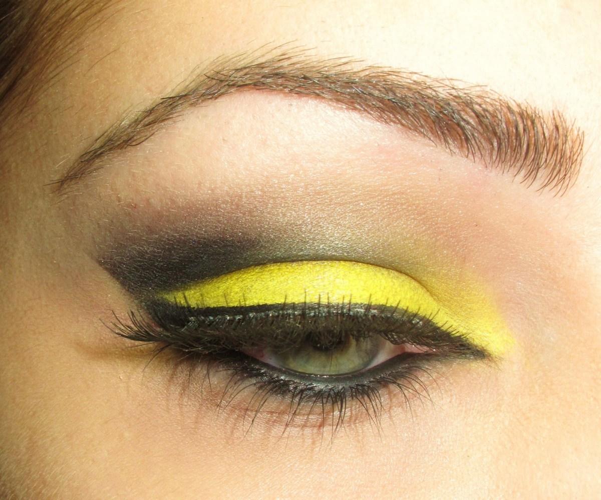 Yellow And Black Eye Makeup The Makeup Artist Yellowblack Eye Makeup