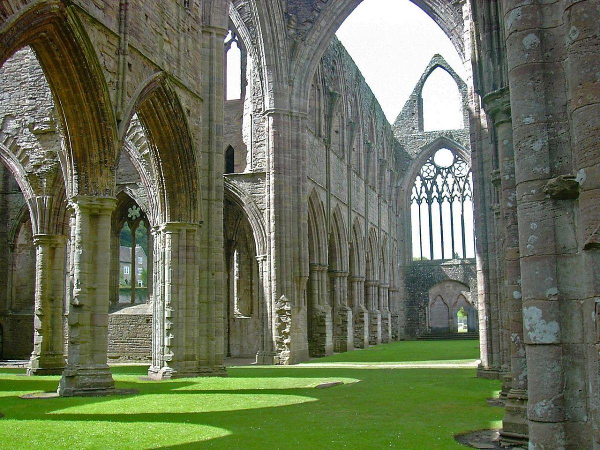 Tintern_Abbey-inside-2004-WikimediaCommons