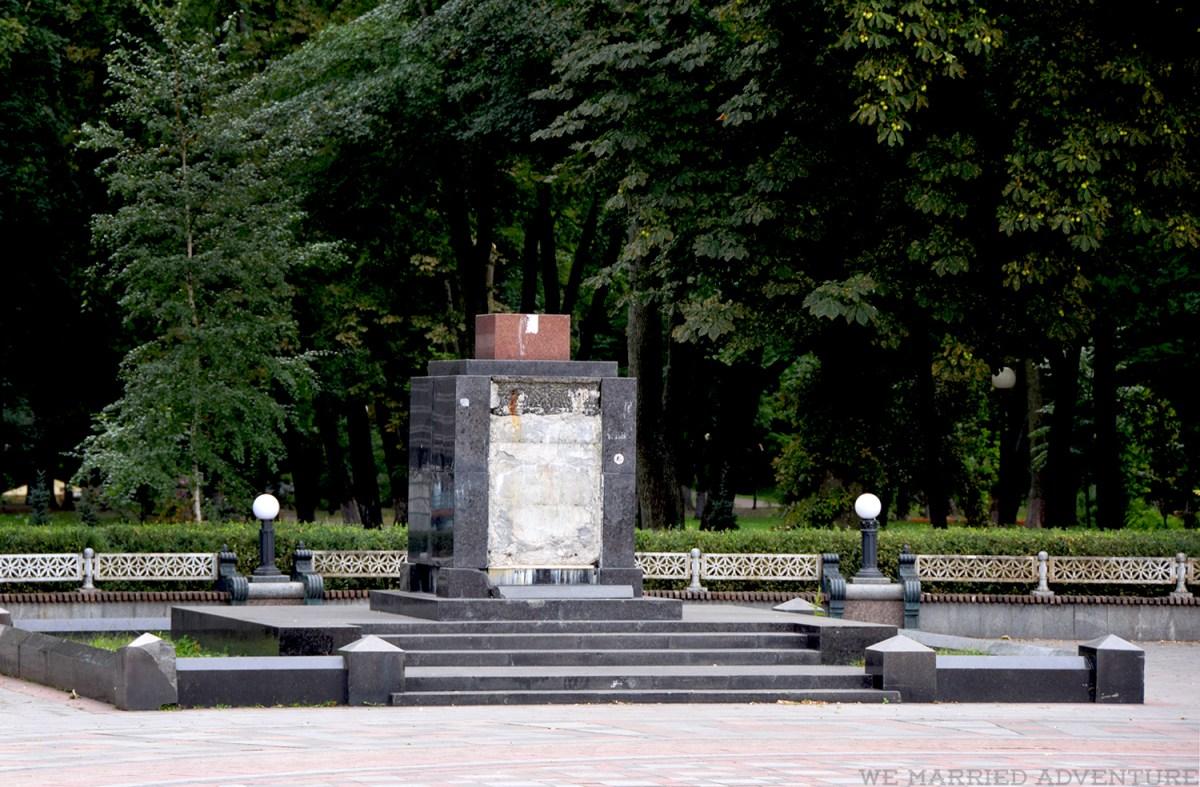 empty_pedestal_wm