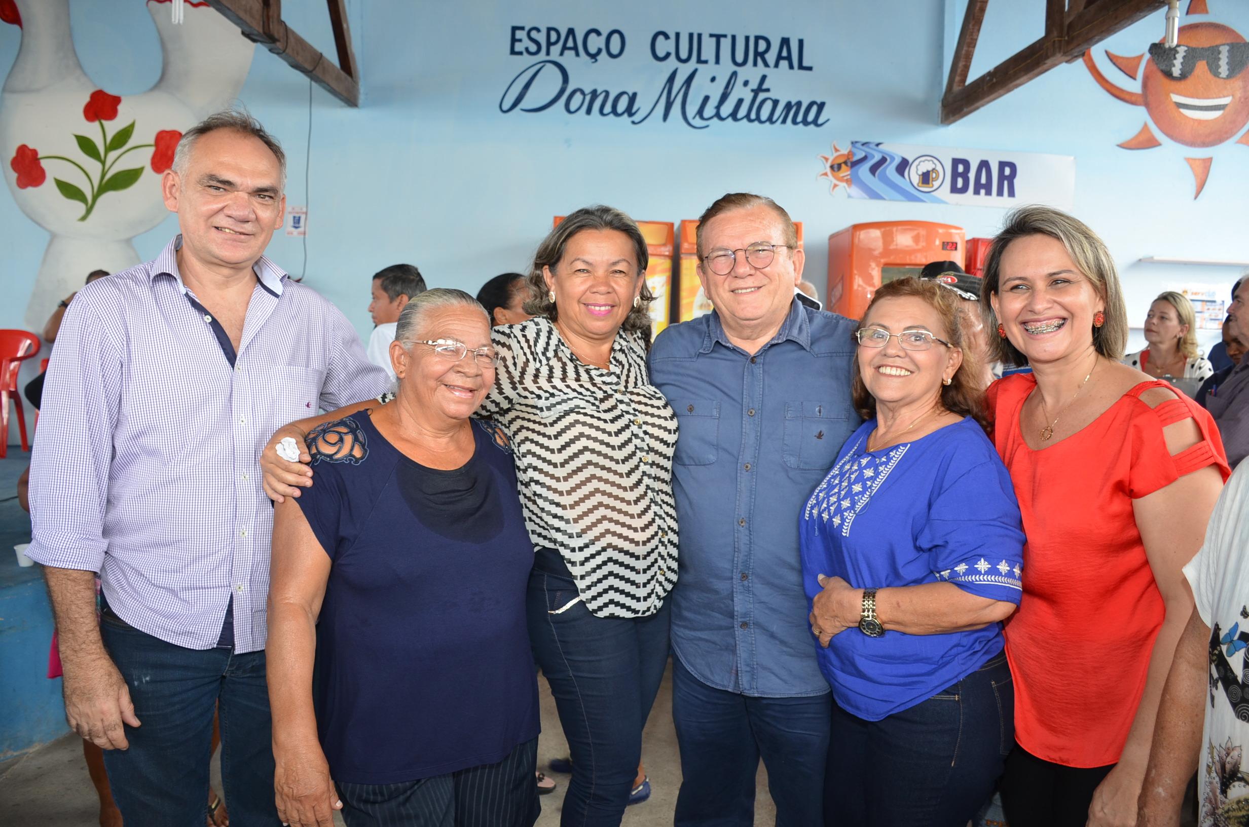Festa, presentes, carinho e inclusão digital marcaram baile dos idosos em São Gonçalo