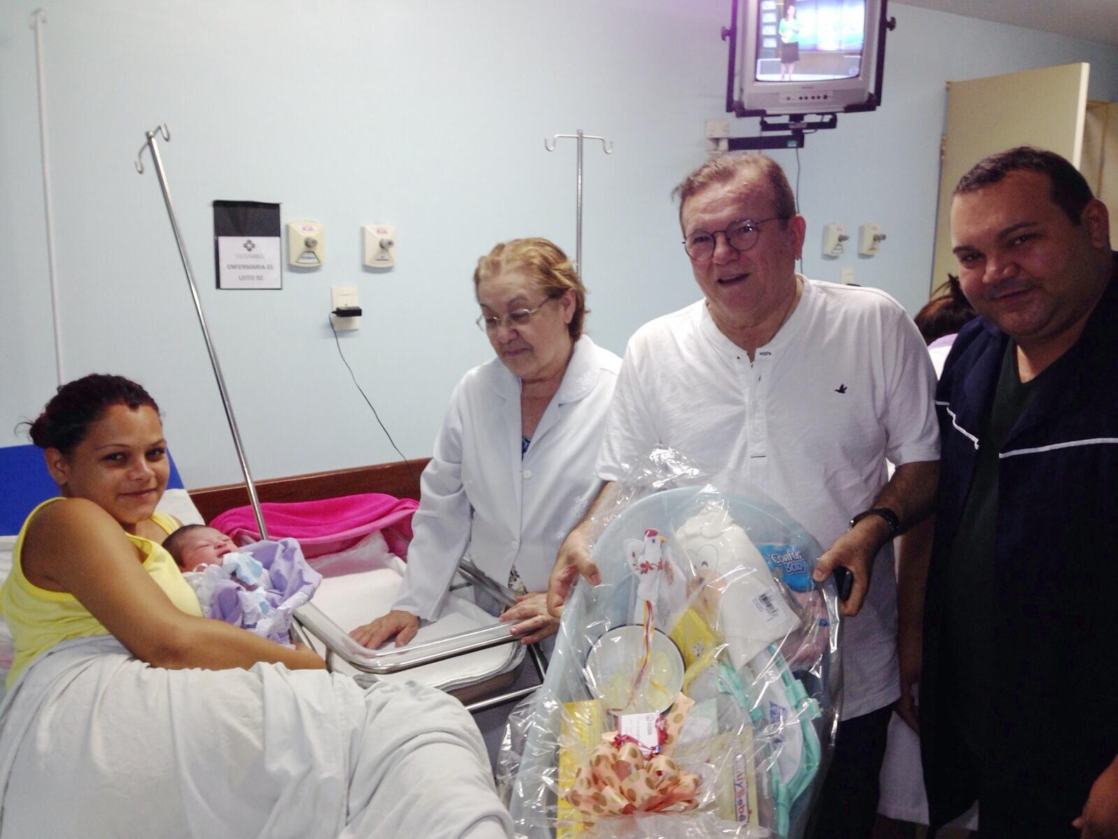 Primeiro bebê do ano em São Gonçalo ganhou enxoval completo