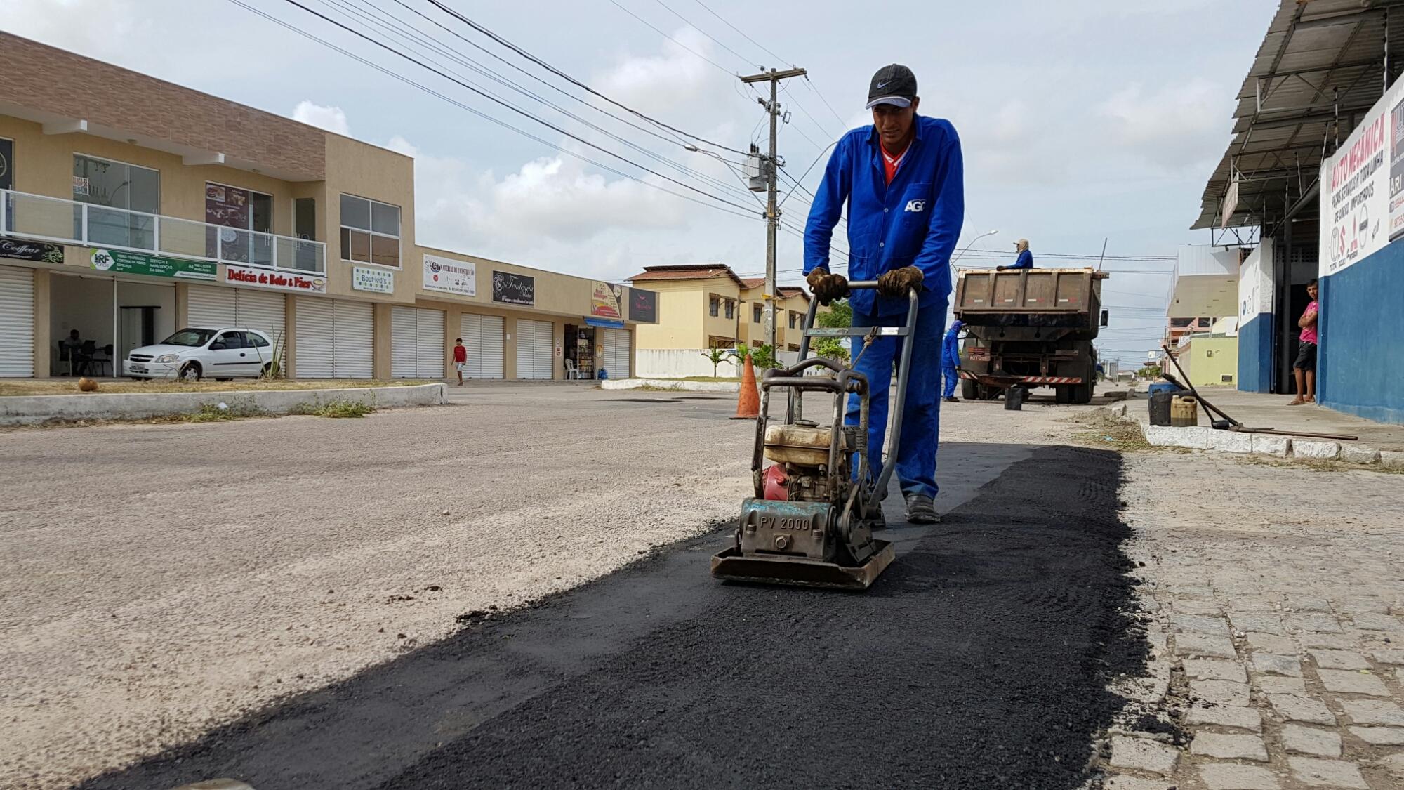 Iniciada recuperação de asfalto nas ruas e avenidas do Bairro dos Jardins