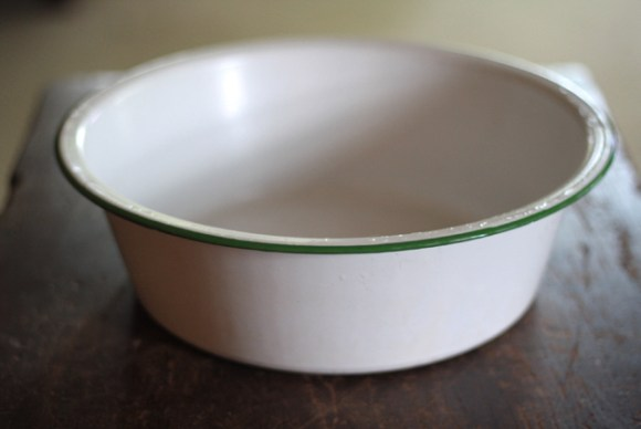 antique-enamel-bowl-empty