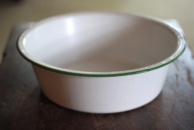 antique-enamel-bowl-empty