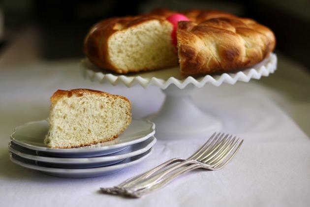 final-shot-greek-easter-bread-with-slice-2
