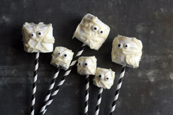 Mummy Marshmallow Pops