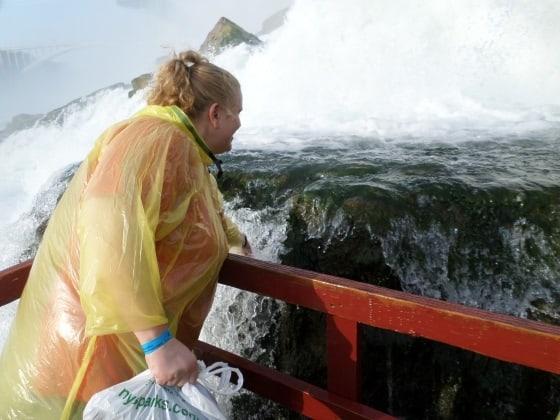Wendi touching water falls at Niagara Falls