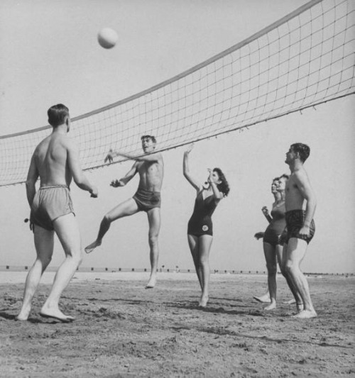 On-leave servicemen and their girlfriends playing volleyball at North Ave Beach, 1943