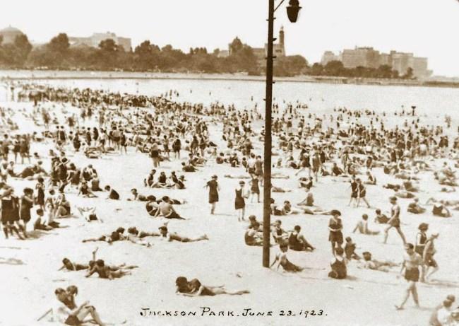 POSTCARD - CHICAGO - JACKSON PARK BEACH - BIG CROWD - 1923