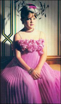 Drew Barrymore in Wendy Gell.