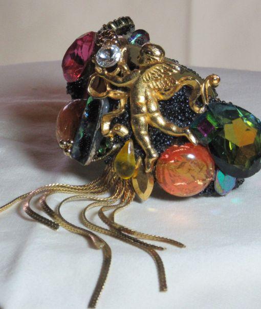 Golden Angel Dangle Wristy - detail 1