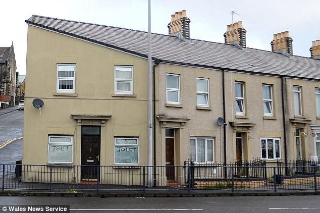 house_that_looks_like_hitler