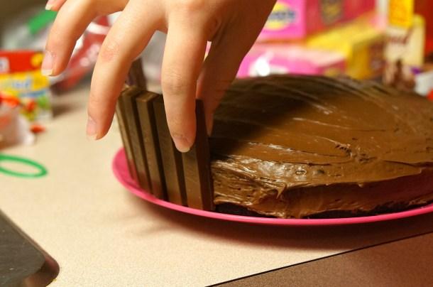 How to make kit kat cake