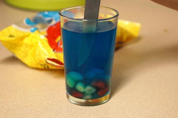putting-gummies-in-jello