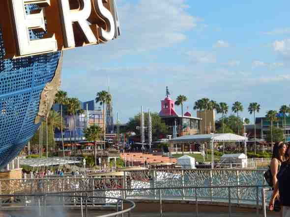 how to save money at amusement parks