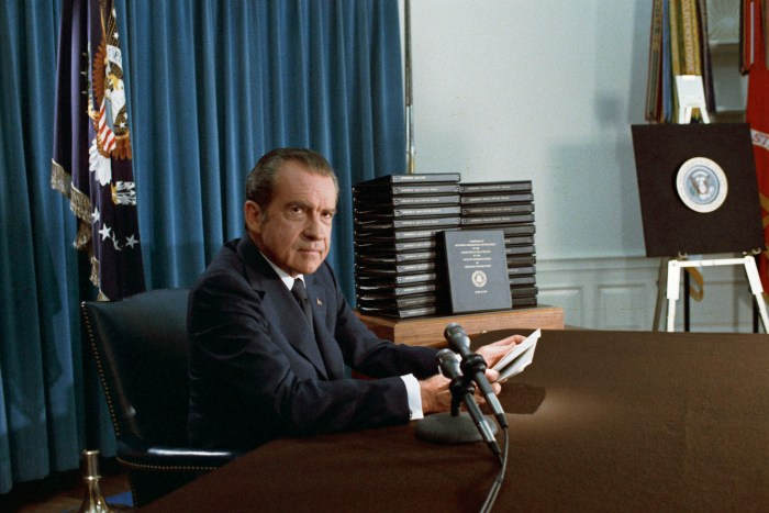 Nixon press conference releasing the transcripts of the White House tapes