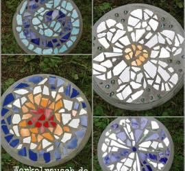 vier runde Trittsteine mit Mosaikmustern