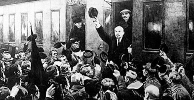 Revolución Rusa: Abril de 1917 - Lenin regresa del exilio