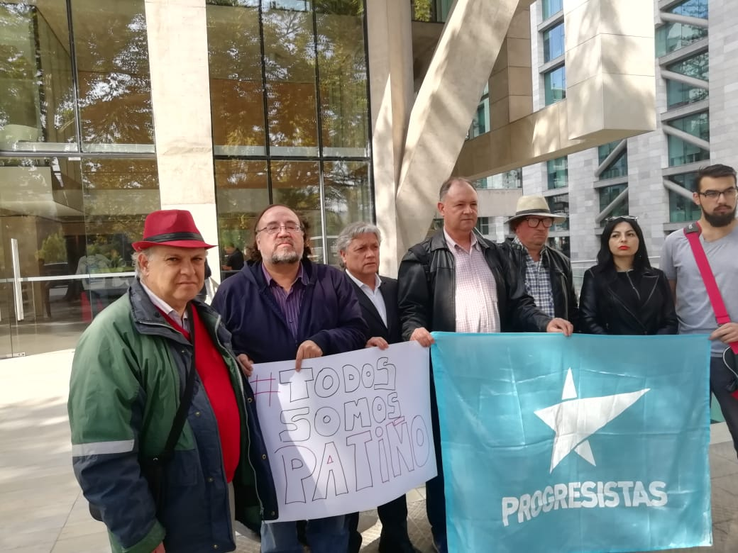 Ante embajada de Ecuador en Chile expresan Solidaridad con el ex canciller Ricardo Patiño, perseguido por el gobierno de Lenin Moreno