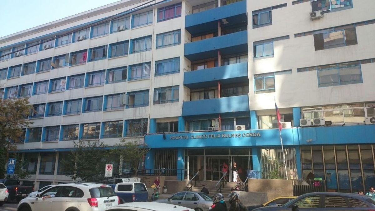 Mujer con dos meses de embarazo murió en paradero de Transantiago tras ser dada de alta desde el Hospital Metropolitano