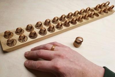 Ringgrößenmesser mit Holzringen